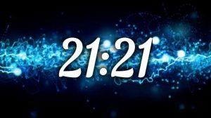 время на часах 21:21