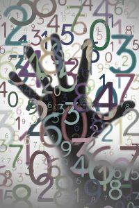 цифры и рука